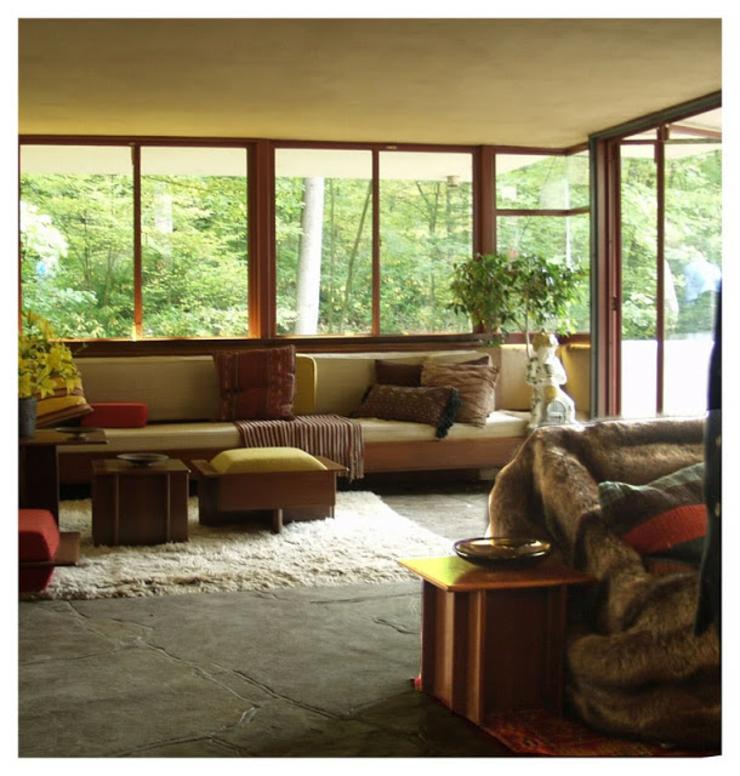 esta obra del famoso arquitecto frank lloyd wright tiene un ambiente acogedor