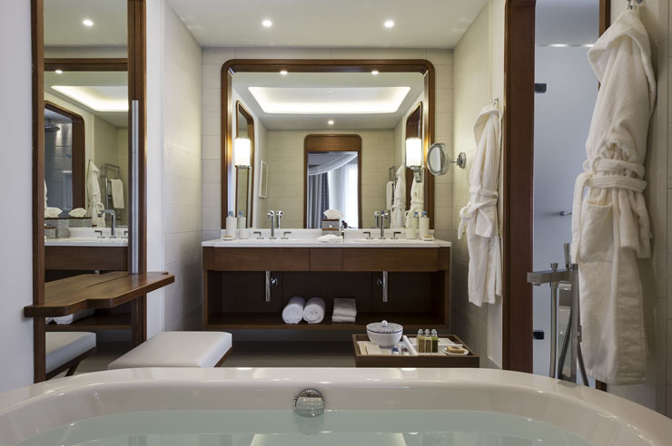 Hotel de lujo en montenegro situado en uno de los puertos - Banos de hoteles de lujo ...