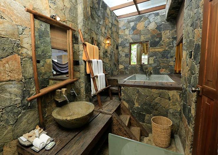 Momentos relajantes en el elegante hotel boutique 98 acres resort and spa en sri lanka ver y - Banos con piedra natural ...