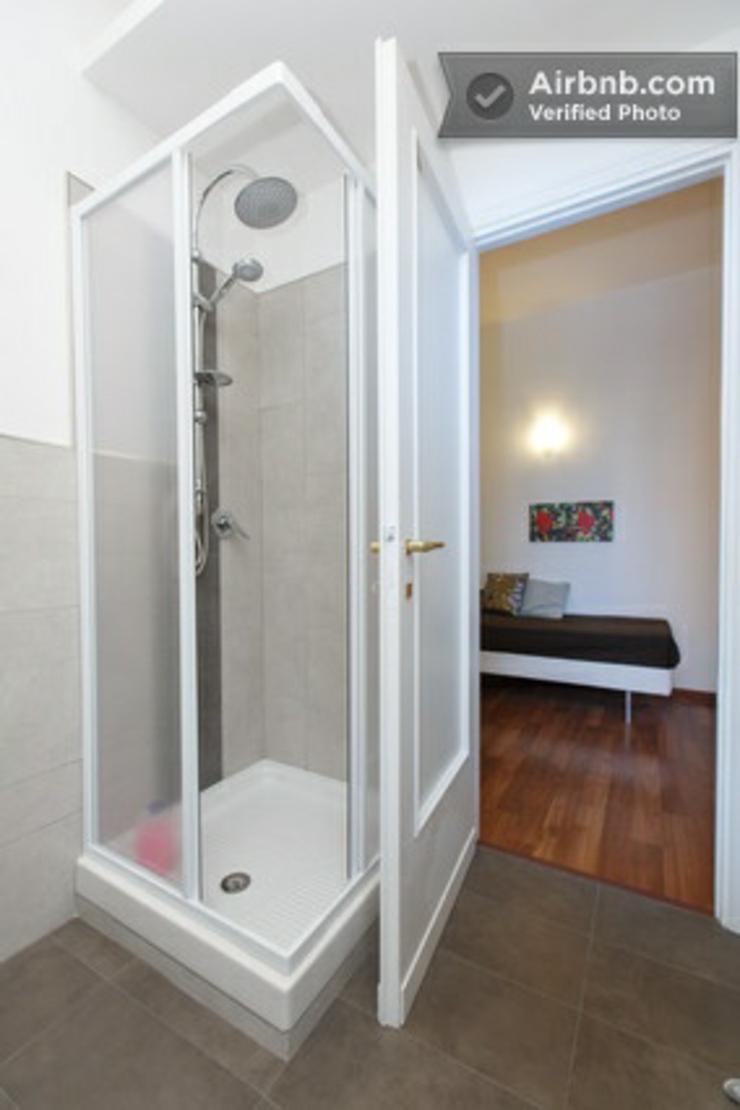 Alojamiento barato y confortable en uno de los modernos for Banos abiertos a la habitacion