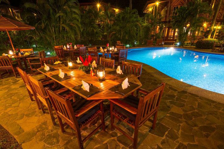 Vacaciones en uno de estos hoteles en costa rica ser un for Cena in piscina