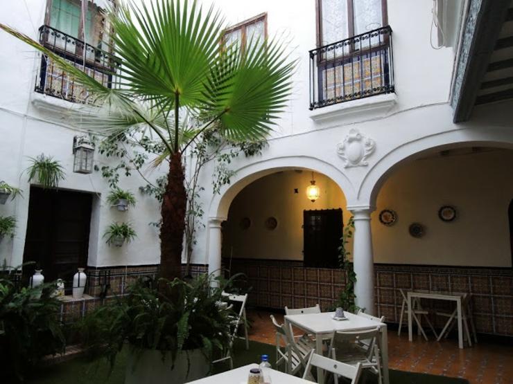 Coqueto hostal en tradicional estilo andaluz en el pleno for Casa andaluza