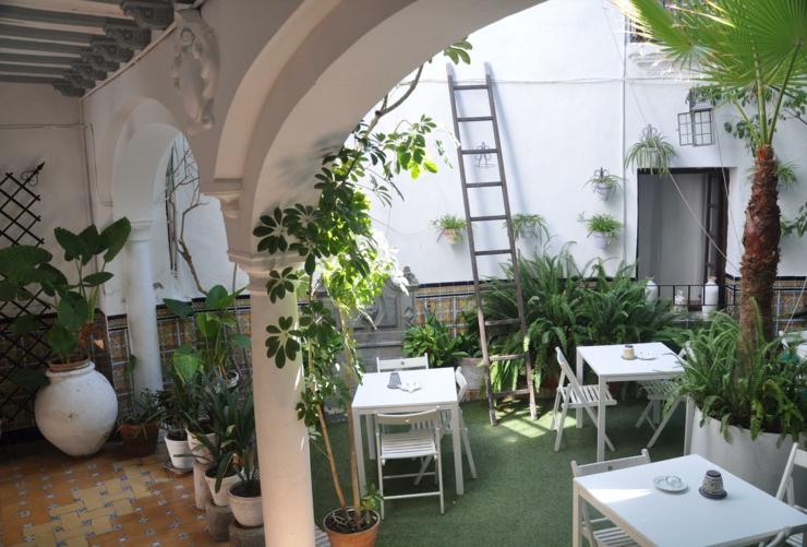 Baños Estilo Andaluz:Ambiente con espíritu andaluza en el tradicional patio