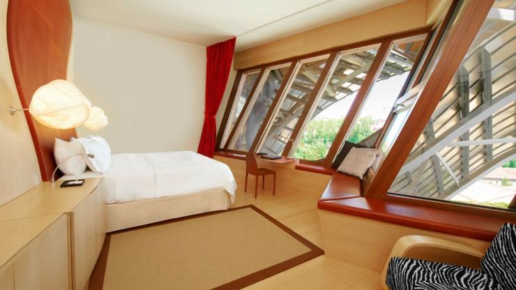 Hotel marqu s de riscal es un lujoso hotel en la rioja for Hoteles de diseno en la rioja