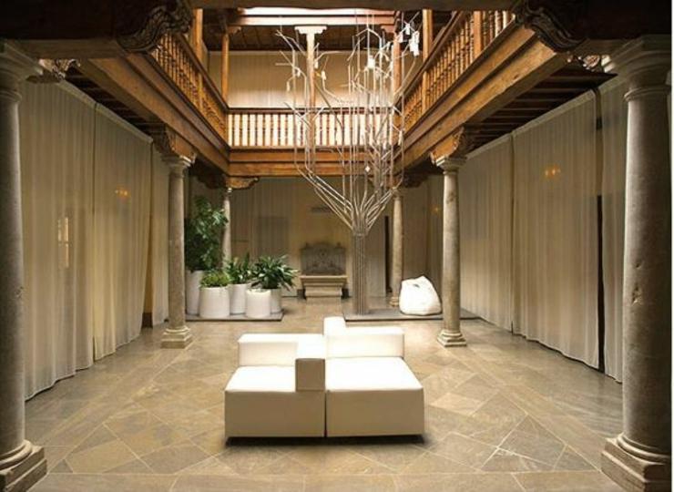 Uno De Los Hoteles En Granada Orientado Para Turistas Que