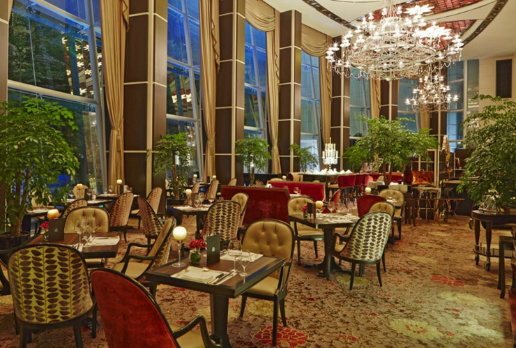 El lujoso st regis hotel singapur dispone de una for Restaurante frances
