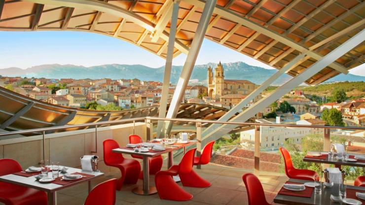 Lujoso hotel rioja impreciona con diseno vistas