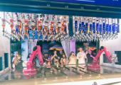 robots sirven bebidas bar crucero lujoso
