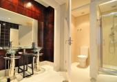 comodidad confort gallery hostel oporto