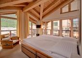 habitacion espaciosa muebles madera