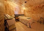 habitación espaciosa motel subterraneo