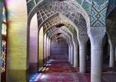 mezquita irani cristales coloridos