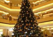 arbol navideno muestra riqueza arabe
