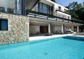 piscina grande comodidad relax