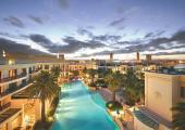 piscina laguna resort versace