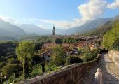 vista pueblo montanoso italia