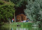 casa materiales reciclados rodeada naturaleza