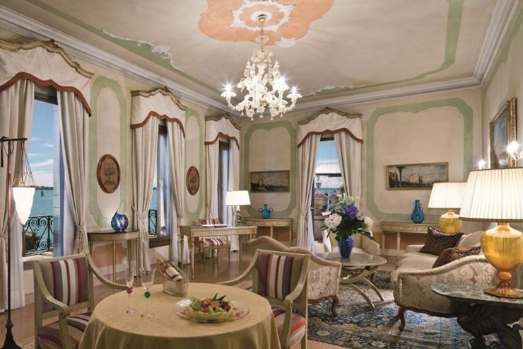 con el alojamiento en este lujoso hotel en venecia empieza